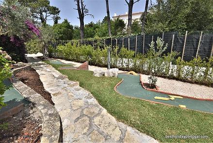 Luxury family villa: mini golf