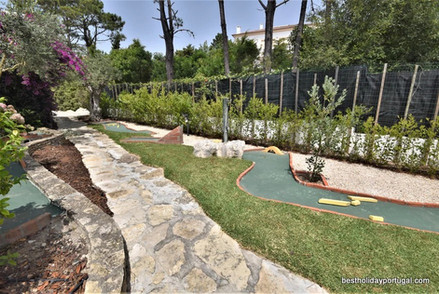 Luxury family villa: mini golf