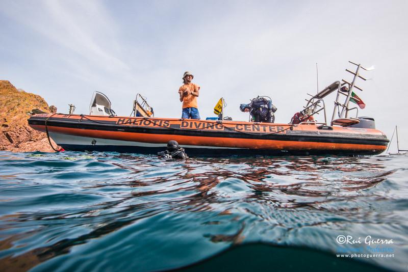 Scuba diving school activity in Berlengas archipelago, close to the family holiday villa Casa do Lago