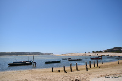 Foz do Arelho: large, tranquil beach