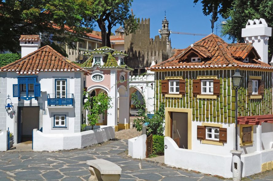 Portuguese monuments represented in doll houses
