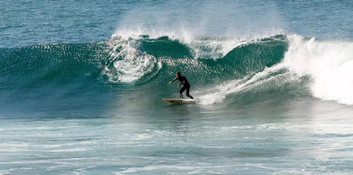 Surf activity near the villa Casa do Lago
