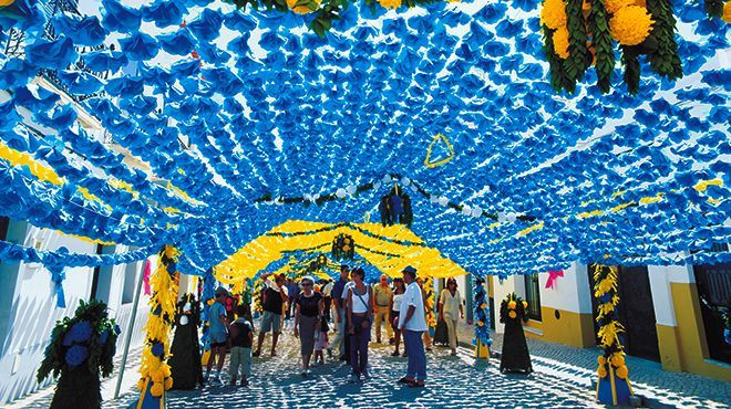 Stay at Casa do Lago to visit the fantastic street decoration during the Flowers Festivities in Campo Maior, Portugal