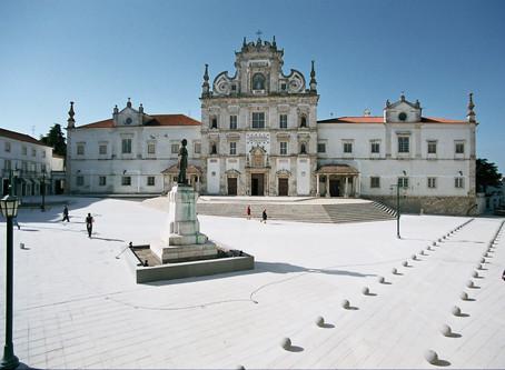 The city of Santarem, at 30 minutes from the holiday villa Casa do Lago.