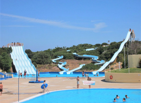 Norpark and Sportagua, two aquatic parks at twenty five minutes from the Holiday Villa Casa do Lago.