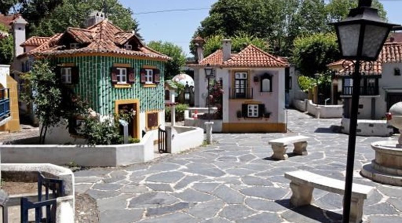 Portuguese architecture by regions presented in miniatures