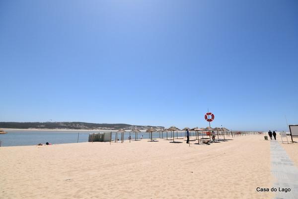 la spiaggia di foz do arelho nel centro del portogallo, a un'ora dall'aeroporto di lisbona