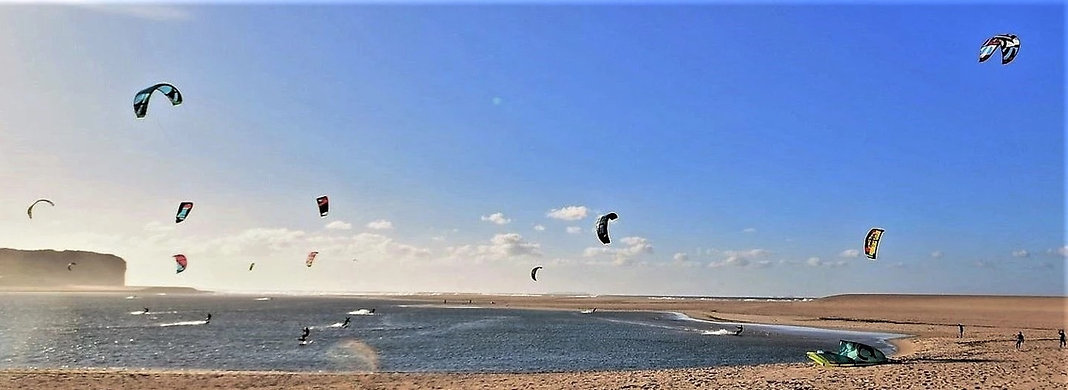 Kite surfing in Foz do Arelho beach