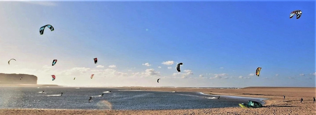 Kite surfing in Foz do Arelho beach
