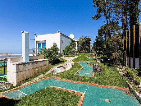 For family entertainment: crazy golf with six features in the villa Casa do Lago!