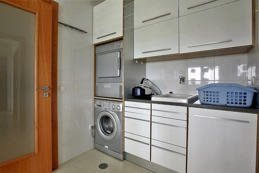 Casa do Lago: full equipped laundry room