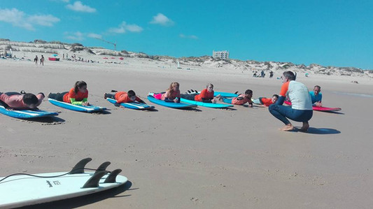 surf lesson on the beach of Foz do Arelho