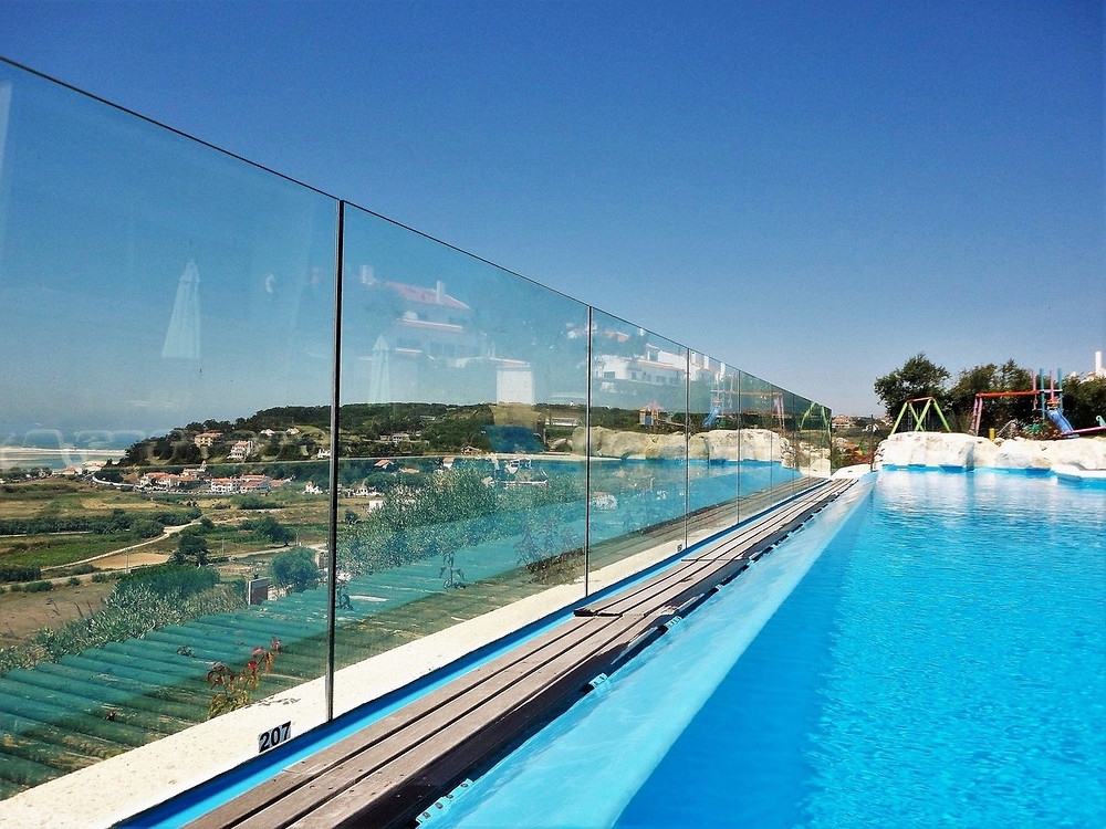 Solid and transparent pool fence, measuring 1,5 meters hight