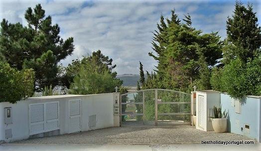 Automatic entrance gate of the holiday villa Casa do Lago
