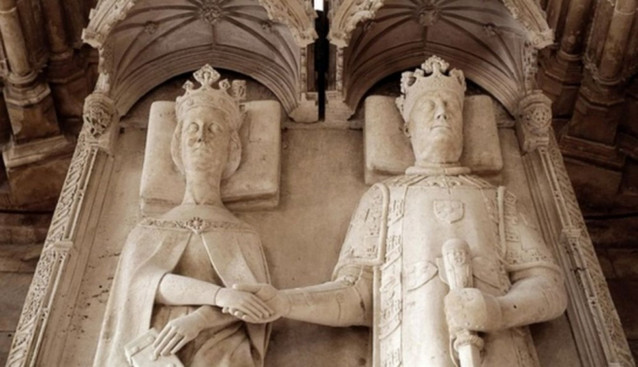 Detail of King Joao and Queen Philippa holding hands in their tomb