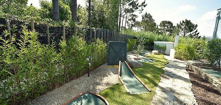 back yard garden fence measuring 2 meter high