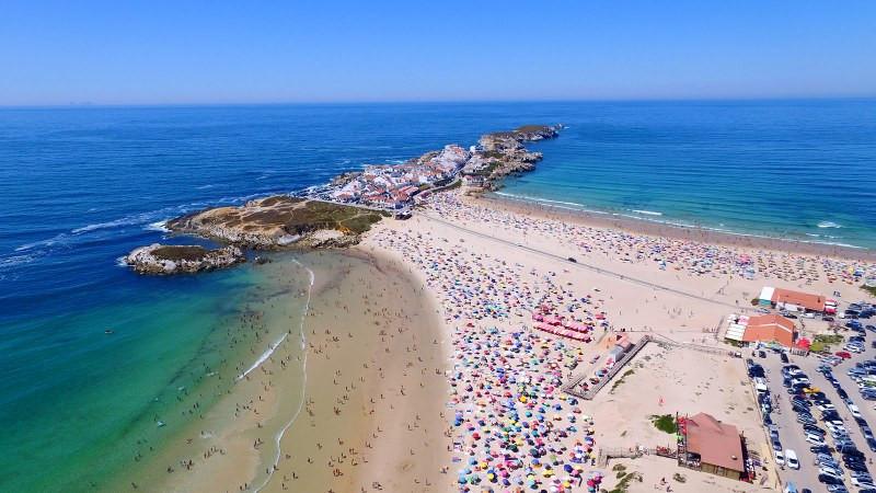 Baleal beach, near the holiday villa Casa do Lago