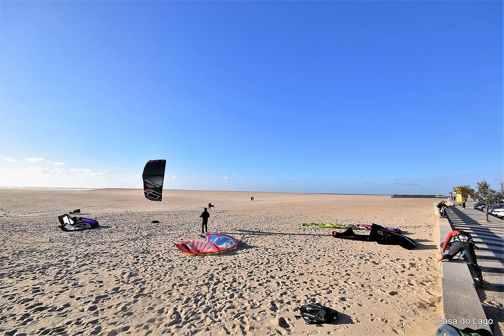 Kite surf school in activity at Foz do Arelho beach, Portugal