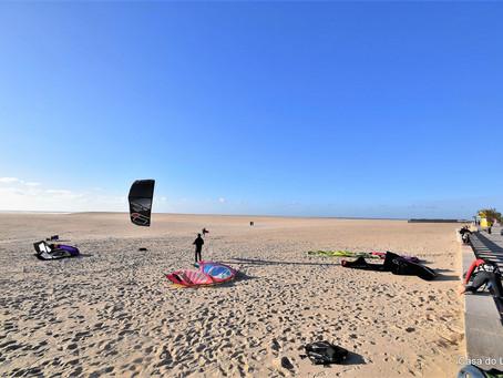 A kite surf paradise near the holiday villa Casa do Lago, in Foz do Arelho beach, Portugal