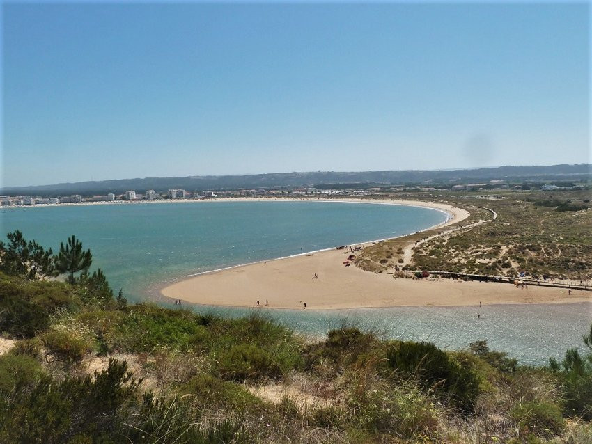 Sao Martinho do Porto beach, near the holiday villa casa do lago