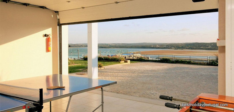 Games room in Casa do Lago: holiday destination for families