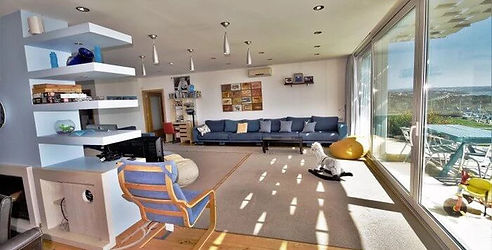 Large living room with plenty of space