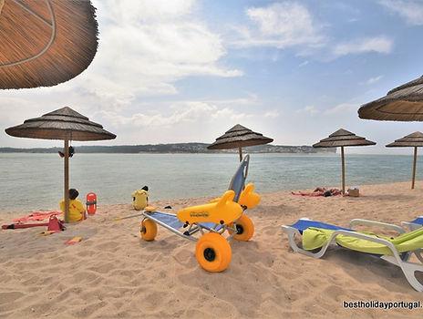 Foz do Arelho beach accessibility
