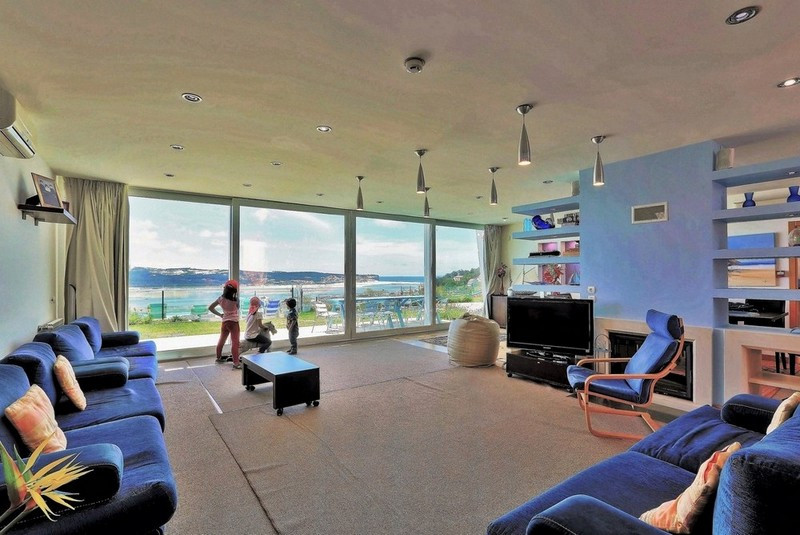 Spacious living room, perfect for families in the villa casa do lago