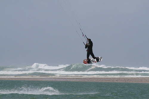Kite surfing in Obidos Lagoon, a watersports paradise in fron to the villa Casa do Lago