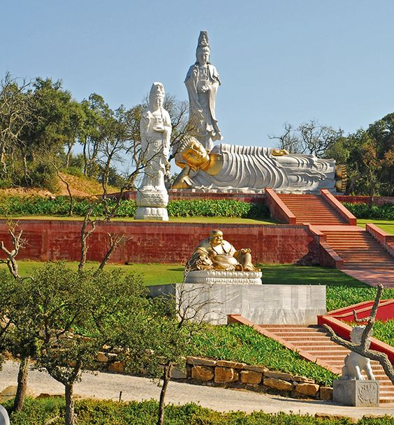 Big Statues of the Garden of Peace, near the villa Casa do Lago