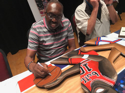 Earl the Pearl signing painting