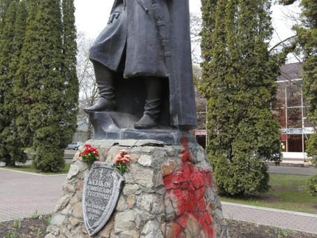 Осквернили памятник казакам