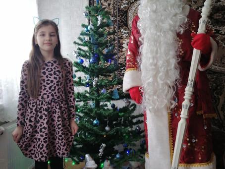 Дед Мороз вручил подарки на Рождество казачатам из Казачьей общины Георгиевская.