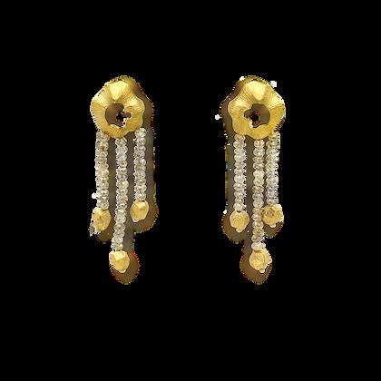Terre Boucles d'oreilles en or brossé 18k avec diamants champagne