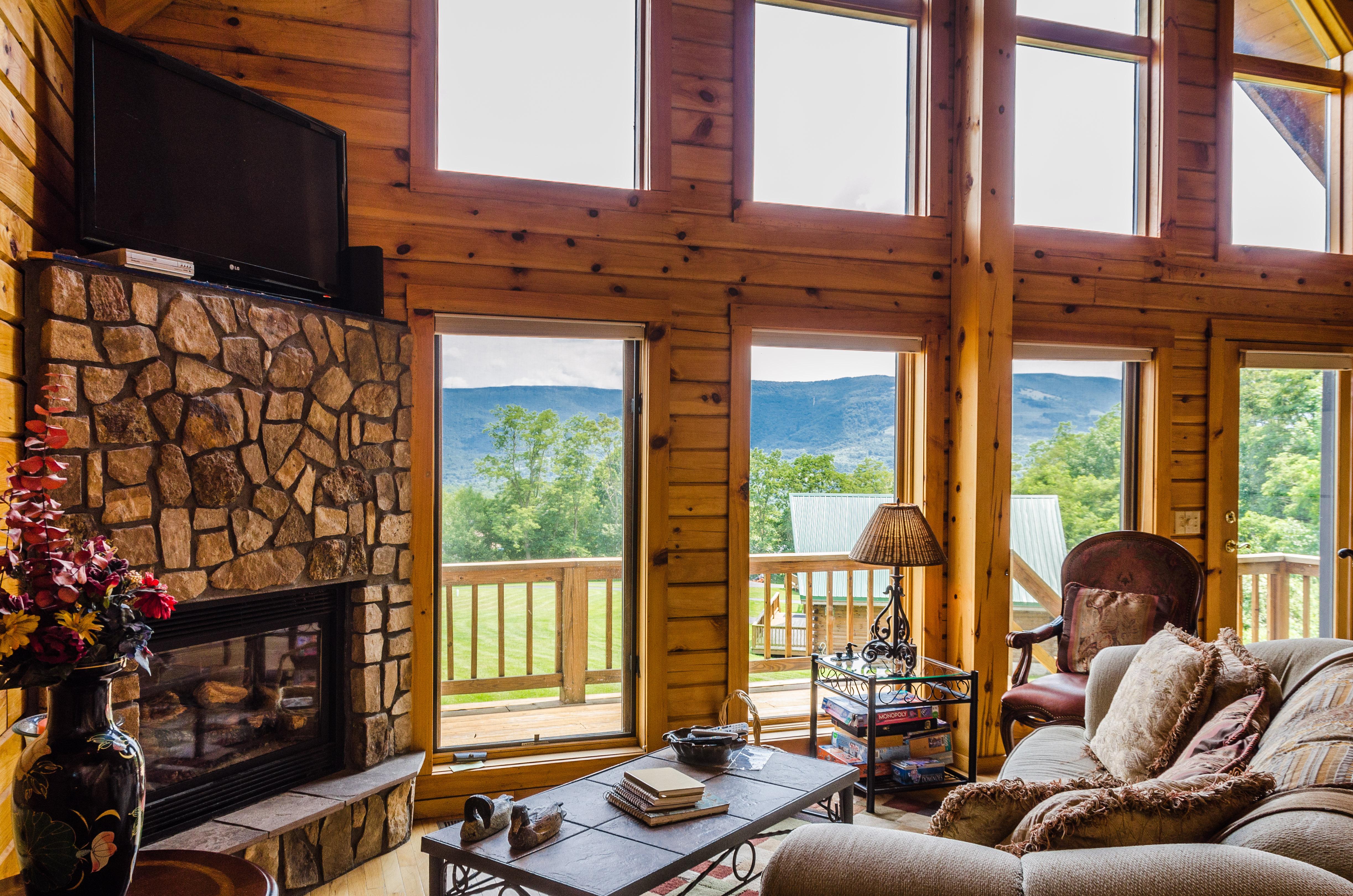 Family Luxury Log Cabin Rental Hillside
