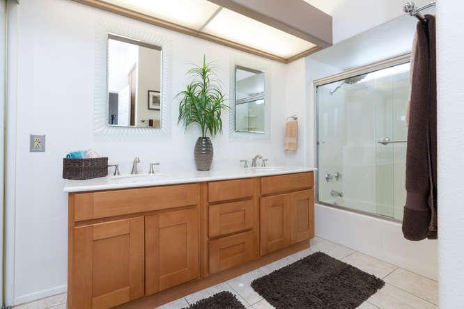 8211 Mainsail Drive 103-small-014-6-Master Bath-666x445-72dpi.jpg