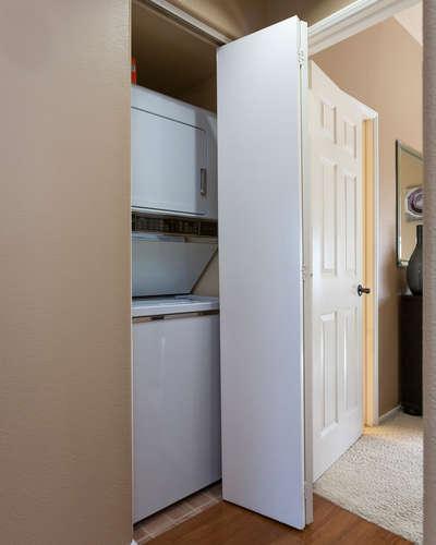 8211 Mainsail Drive 103-small-011-4-Laundry Room-400x500-72dpi.jpg