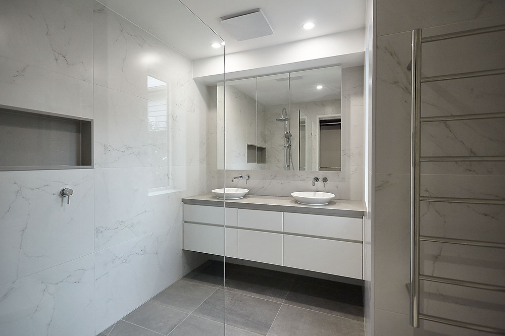 Marble wall tiles in an ensuite