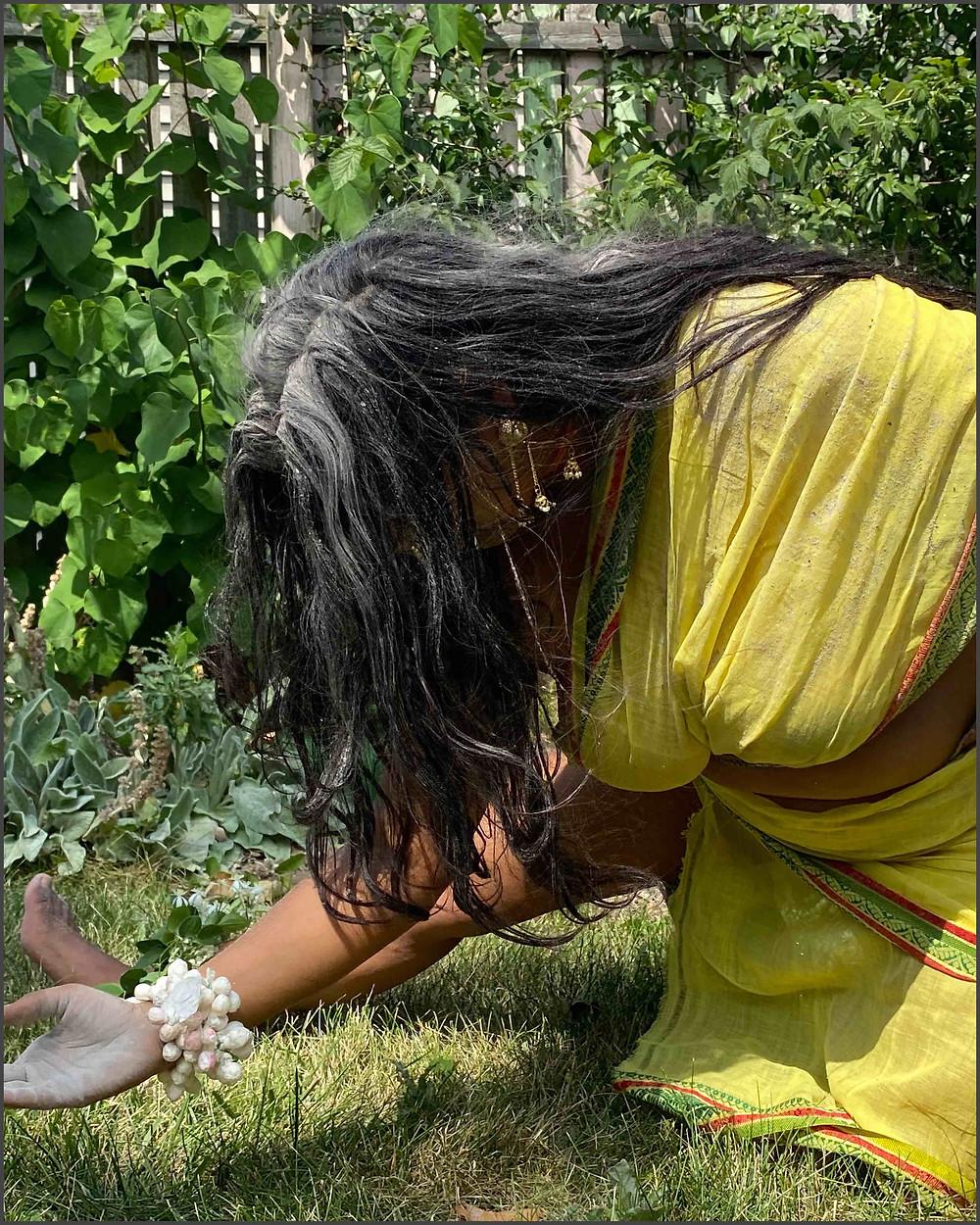 Meditate on Valli, her body, her murti, her form. Meditate on Vallli, she transcends her body, her murti, her form. Your Guruji nearby. Gurudeva Beyond. Valli of Vallimanalan forms iccha sakti. Valli of Vallimanalan transcends iccha sakti.      Aum Sundaram Aumkaar Sundaram     Photographer: Alexa Rush on Instagram @alexadrawaflower