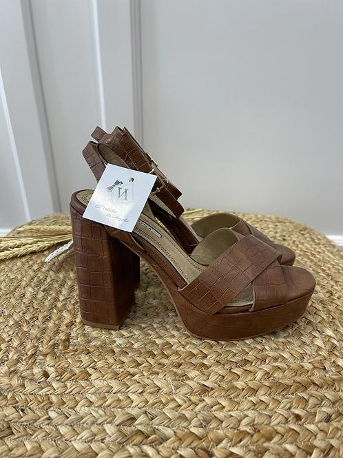 Sandalia tacón cuero