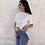 Thumbnail: Camiseta blanca capa azul
