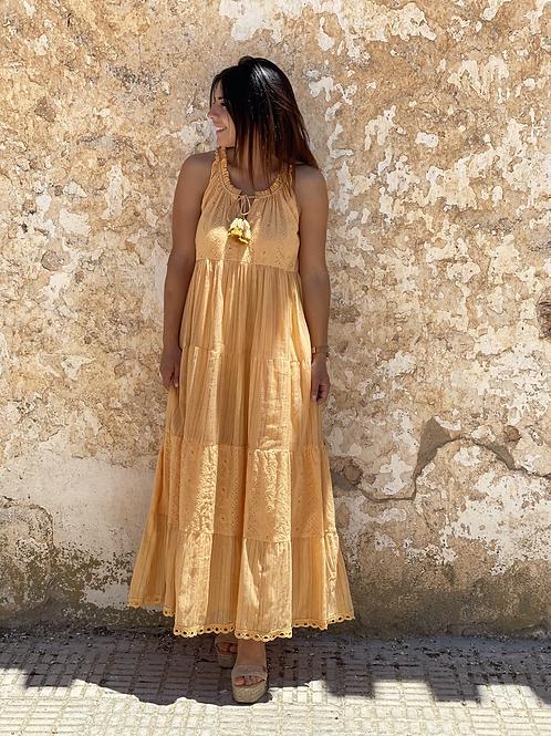 Vestido largo mostaza