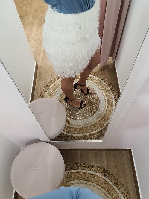 falda desflecada blanca