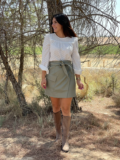 Blusa blanca calada botones