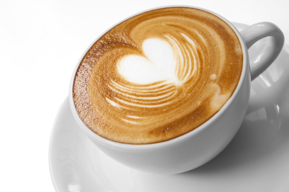 קפה מכיל קפאין בעל יתרונות וחסרונות