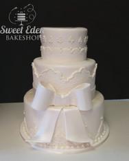 whiteboweddingcake.jpg