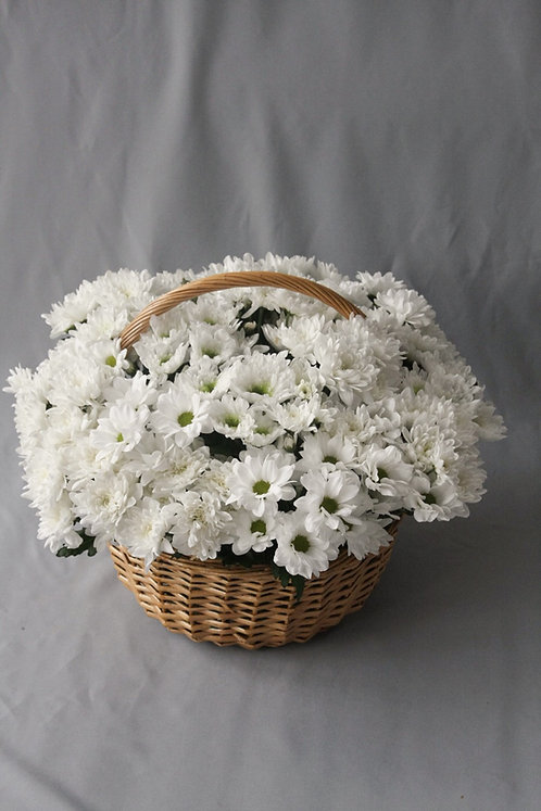 Корзина с кустовыми хризантемами