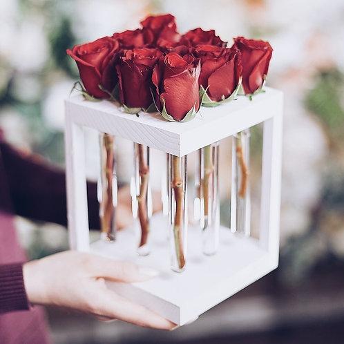 Композиция с колбами на 9 роз