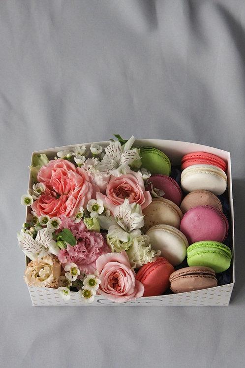 Сладкий набор с цветами