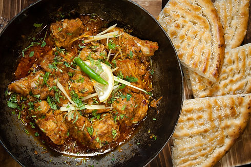 Pakistani Chicken Karahi with naan in tr
